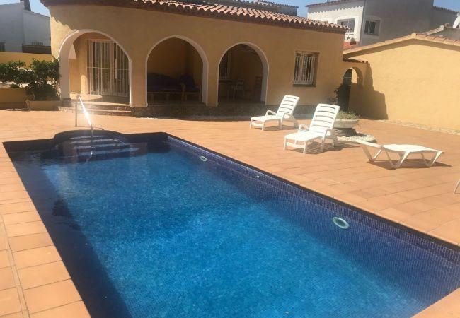 Casa en Empuriabrava - Bonita Casa con piscina privada-89