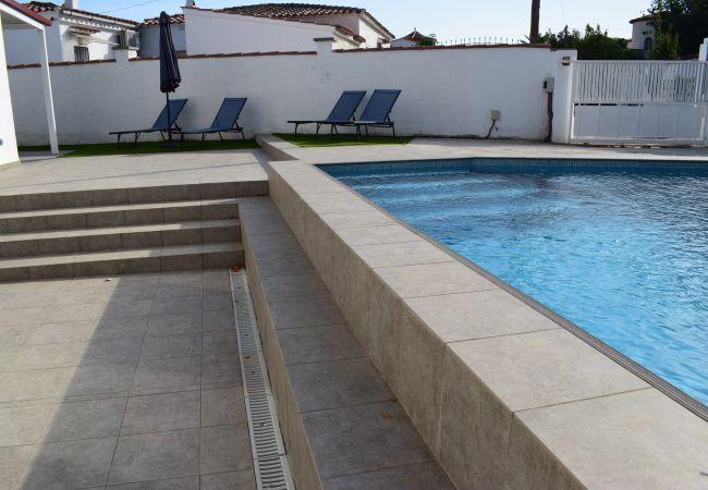 Casa en Empuriabrava - Bonita casa moderna con piscina privada-381
