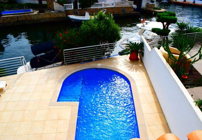 Casa en Empuriabrava - Hermosa casa moderna con piscina y amarre privado-306