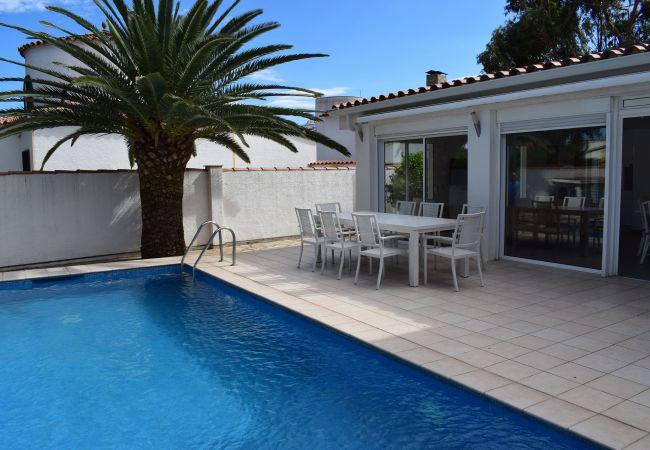 Casa en Empuriabrava - Hermosa casa con piscina privada y cerca del centro-333