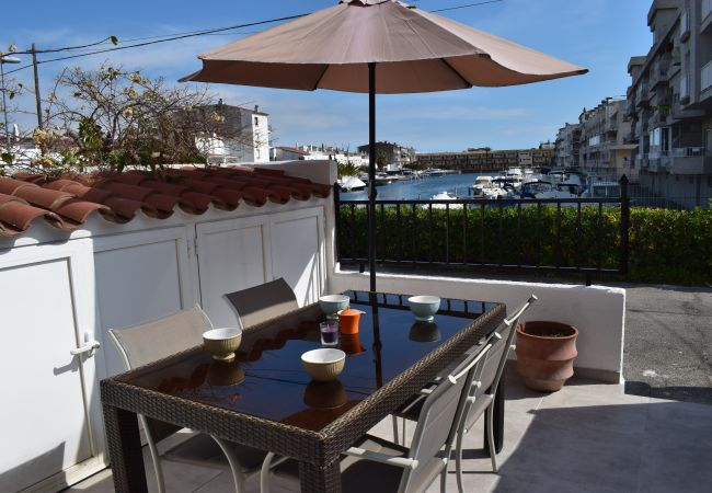 House in Empuriabrava - Nice House on the canal with private mooring, parking and wifi-195