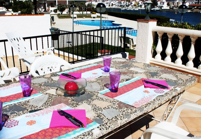 Apartment in Empuriabrava - Nice Apartment with canal view and pool-248