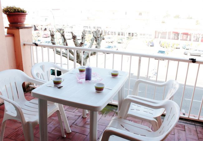 Apartment in Empuriabrava - Nice apartment near of the beach with pool in the community-253
