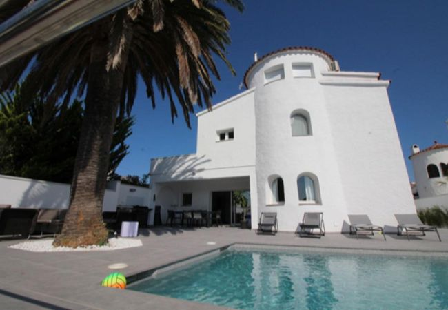 House in Empuriabrava - Beautiful house on the canal with private mooring of 14m-350