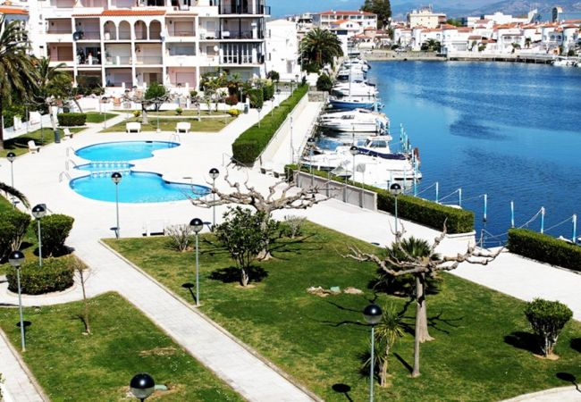 Apartment in Empuriabrava - Nice Apartment with view on the canal and with community pool -62