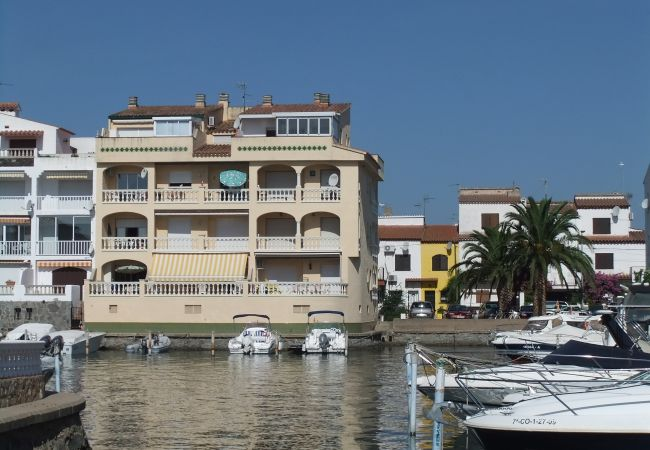 Apartment in Empuriabrava - Nice apartment with view on the marina and near of center and beach-321