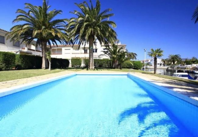 Apartment in Empuriabrava - Nice apartment with pool and wifi - 297