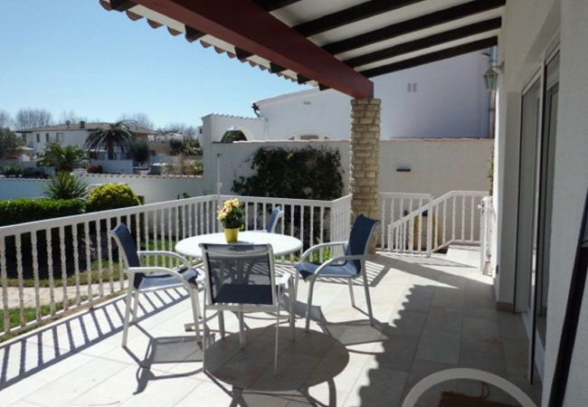 House in Empuriabrava - Nice house with private pool and mooring of 12m-346