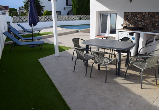 House in Empuriabrava - Beautiful modern house with private pool-381