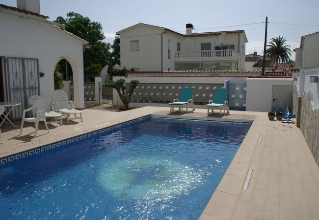 House in Empuriabrava - House with pool and wifi-370