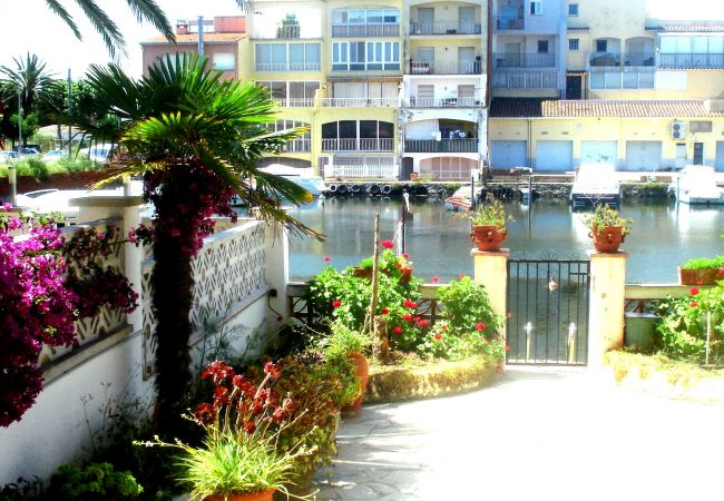 Apartment in Empuriabrava - Apartment with view on the marina and private parkng place-81