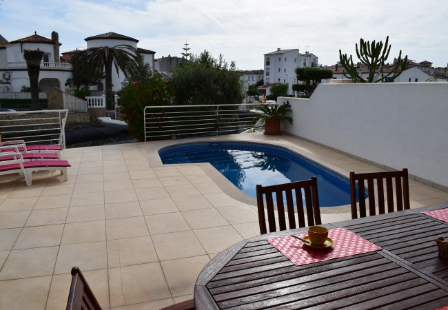 House in Empuriabrava - Magnificent modern house with pool private and mooring-306