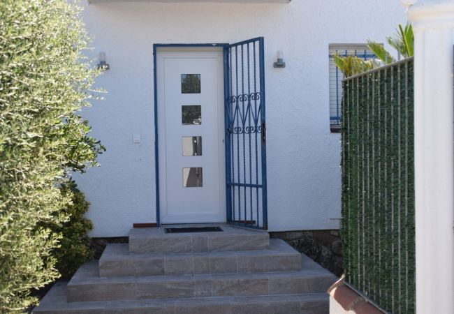 House in Empuriabrava - Nice modern house fully equipped, on canal with mooring-304