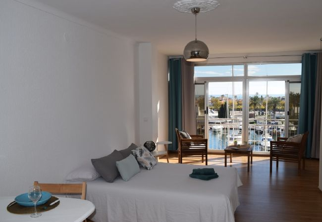 Studio in Empuriabrava - Largee studio with view canal and sea-358