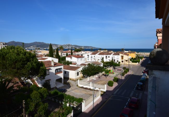 in Empuriabrava - Apartment duplex with bay's view near of beach and center-387